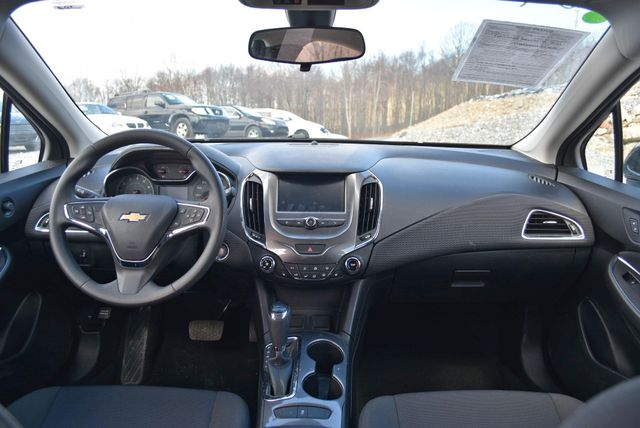 2017 Chevrolet Cruze LT Naugatuck, Connecticut 16