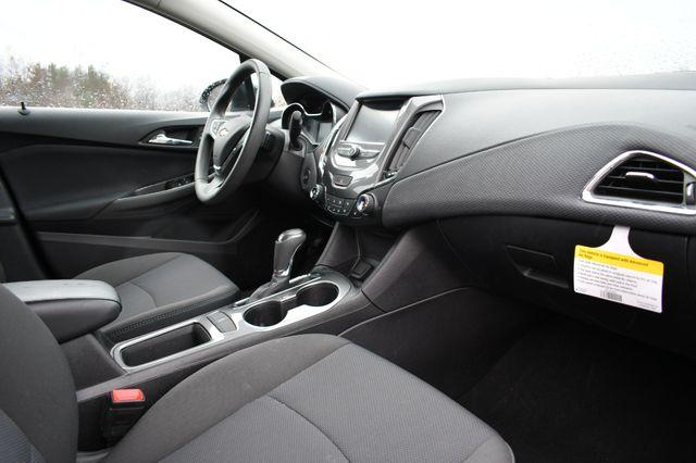 2017 Chevrolet Cruze LT Naugatuck, Connecticut 8