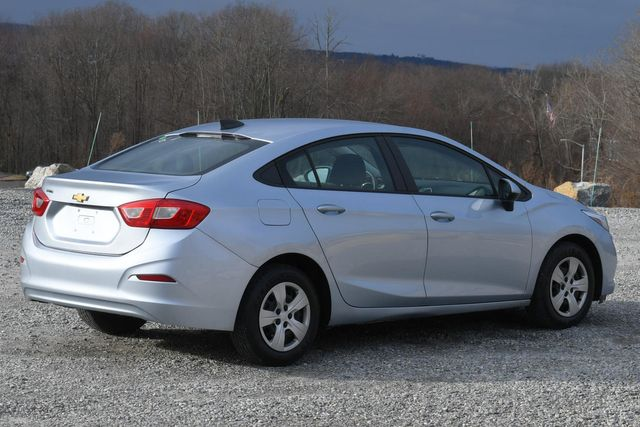 2017 Chevrolet Cruze LS Naugatuck, Connecticut 4