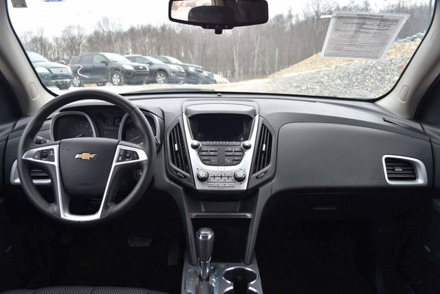 2017 Chevrolet Equinox LT Naugatuck, Connecticut 17