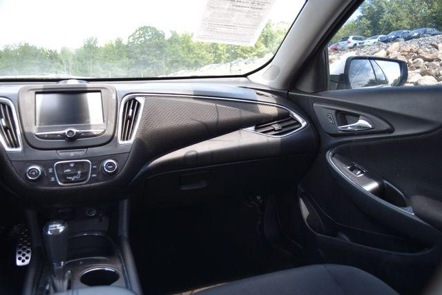 2017 Chevrolet Malibu LT Naugatuck, Connecticut 4