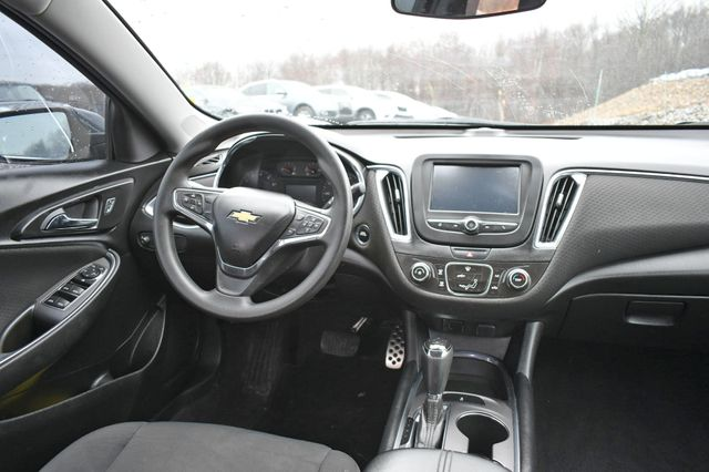 2017 Chevrolet Malibu LT Naugatuck, Connecticut 13