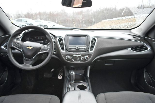 2017 Chevrolet Malibu LT Naugatuck, Connecticut 14