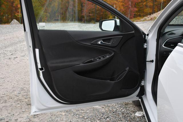 2017 Chevrolet Malibu LT Naugatuck, Connecticut 15