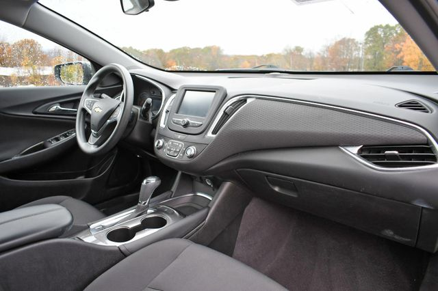 2017 Chevrolet Malibu Hybrid Naugatuck, Connecticut 8