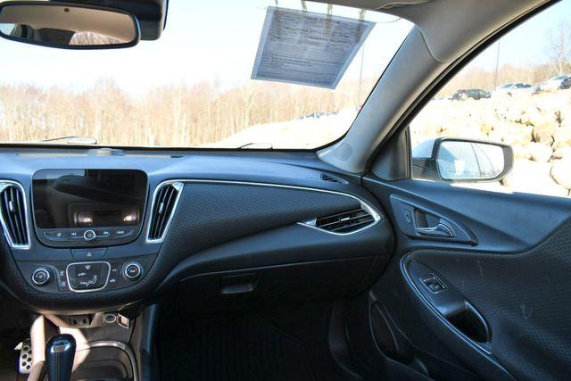 2017 Chevrolet Malibu LT Naugatuck, Connecticut 17