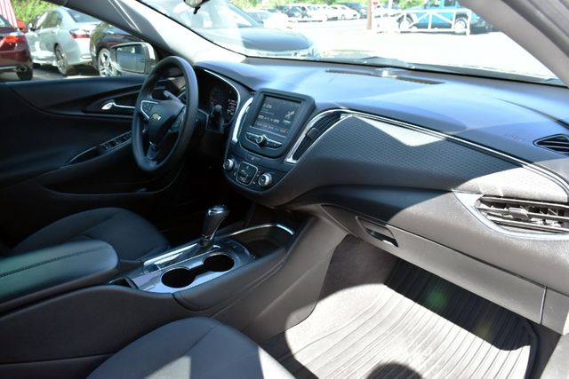2017 Chevrolet Malibu LT Waterbury, Connecticut 15