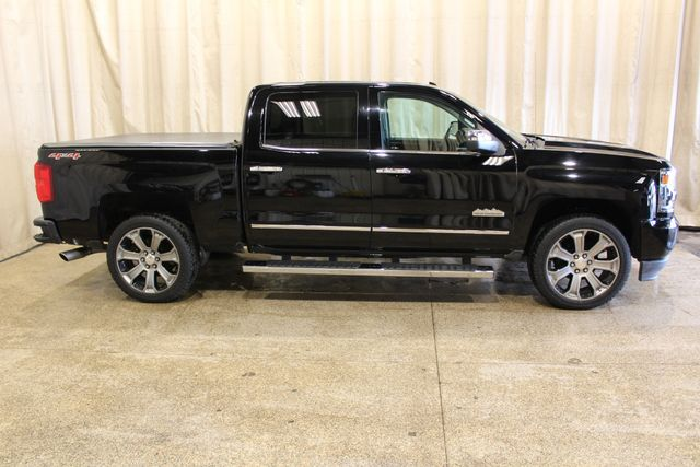 2017 Chevrolet Silverado 1500 High Country 4x4 in Roscoe, IL 61073