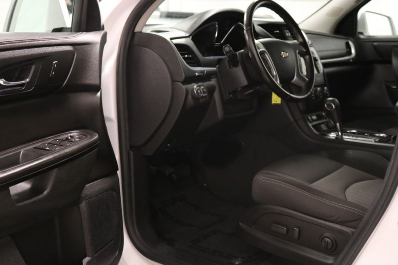 2017 Chevrolet Traverse LT  city NC  The Group NC  in Mansfield, NC