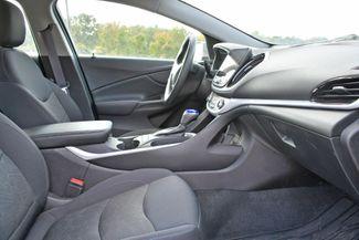 2017 Chevrolet Volt LT Naugatuck, Connecticut 9