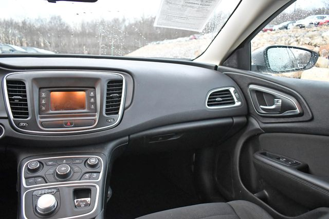 2017 Chrysler 200 Touring Naugatuck, Connecticut 12