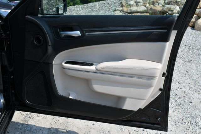 2017 Chrysler 300 Limited Naugatuck, Connecticut 12