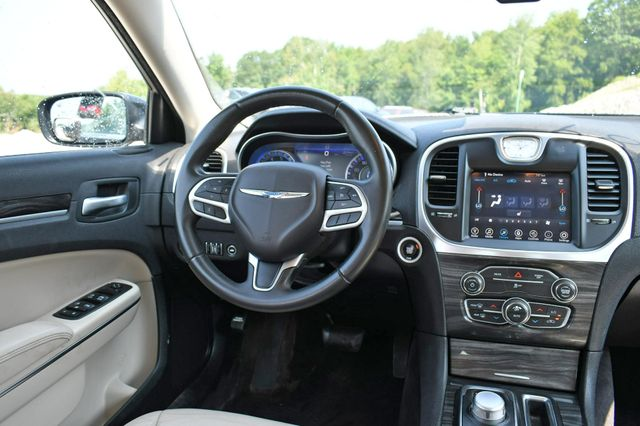 2017 Chrysler 300 Limited Naugatuck, Connecticut 17