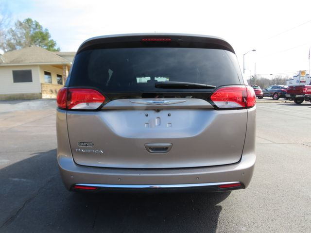 2017 Chrysler Pacifica Touring-L Batesville, Mississippi 11