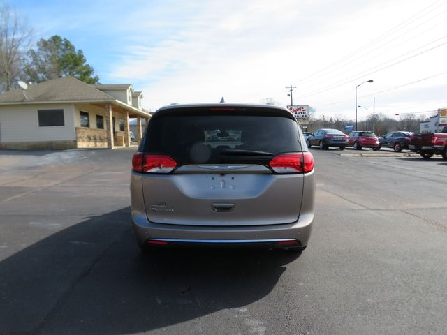2017 Chrysler Pacifica Touring-L Batesville, Mississippi 5