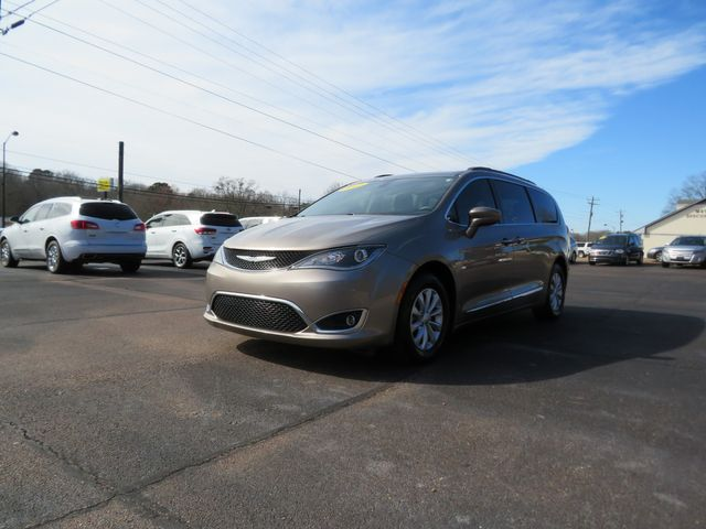 2017 Chrysler Pacifica Touring-L Batesville, Mississippi 1