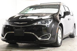 2017 Chrysler Pacifica Touring-L w/Nav/Blind Spot/ Safety in Branford, CT 06405
