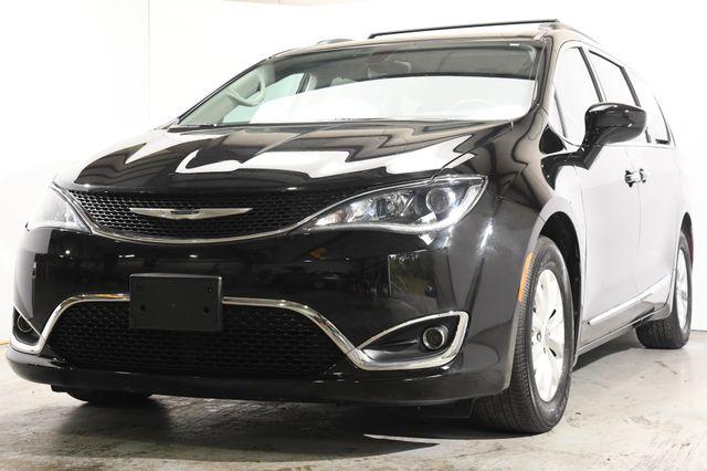 2017 Chrysler Pacifica Touring-L w/Nav/Blind Spot/ Safety