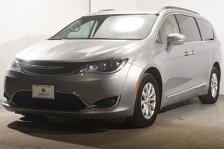 2017 Chrysler Pacifica Touring-L w/ Blind Spot/ Safety Tech in Branford, CT 06405