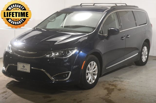 2017 Chrysler Pacifica Touring-L w/ Blind Spot/ Safety Tech