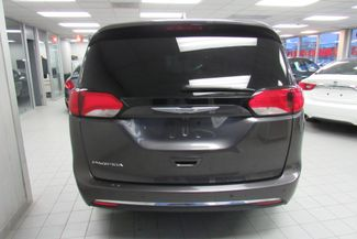2017 Chrysler Pacifica Touring-L W/ NAVIGATION SYSTEM / BACK UP CAM Chicago, Illinois 4