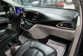 2017 Chrysler Pacifica Touring-L W/ NAVIGATION SYSTEM / BACK UP CAM Chicago, Illinois 9