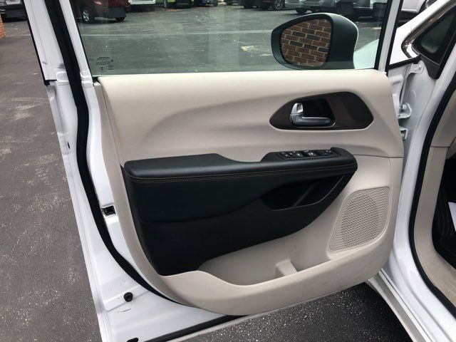 2017 Chrysler Pacifica LX Handicap Wheelchair accessible van Dallas, Georgia 10