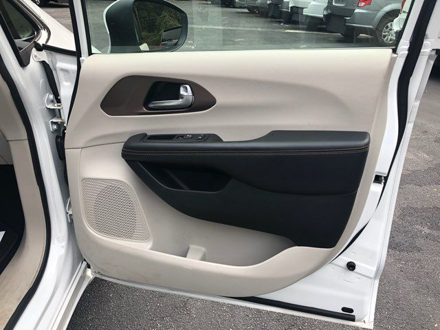 2017 Chrysler Pacifica LX Handicap Wheelchair accessible van Dallas, Georgia 19