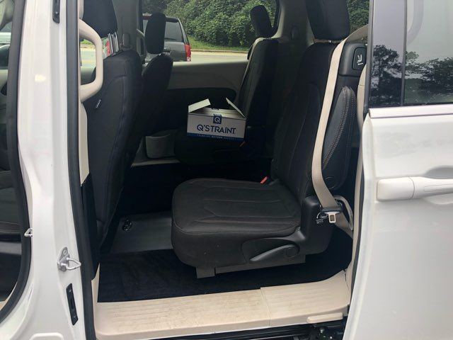 2017 Chrysler Pacifica LX Handicap Wheelchair accessible van Dallas, Georgia 9