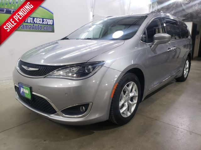 2017 Chrysler Pacifica Touring-L Plus Bluray in Dickinson, ND 58601