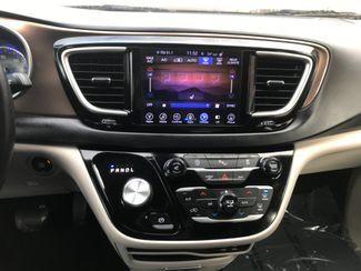 2017 Chrysler Pacifica Touring-L Farmington, MN 8