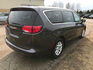 2017 Chrysler Pacifica LX Farmington, MN 1