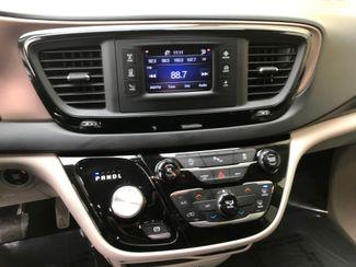 2017 Chrysler Pacifica LX Farmington, MN 8