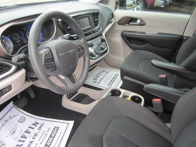 2017 Chrysler Pacifica Touring Houston, Mississippi 6