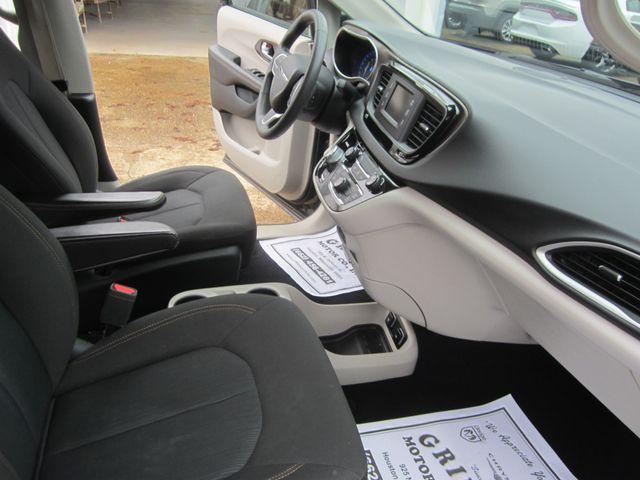 2017 Chrysler Pacifica Touring Houston, Mississippi 8