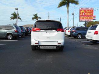 2017 Chrysler Pacifica Lx Wheelchair Van Handicap Ramp Van Pinellas Park, Florida 4