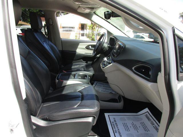 2017 Chrysler Pacifica Touring-L Miami, Florida 14