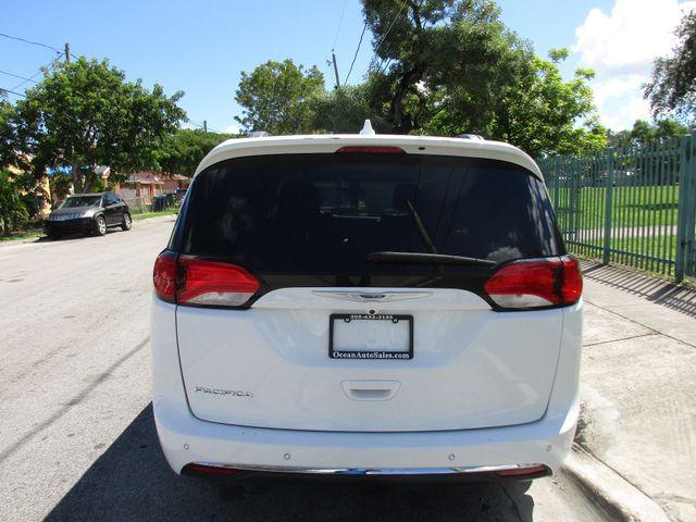 2017 Chrysler Pacifica Touring-L Miami, Florida 3