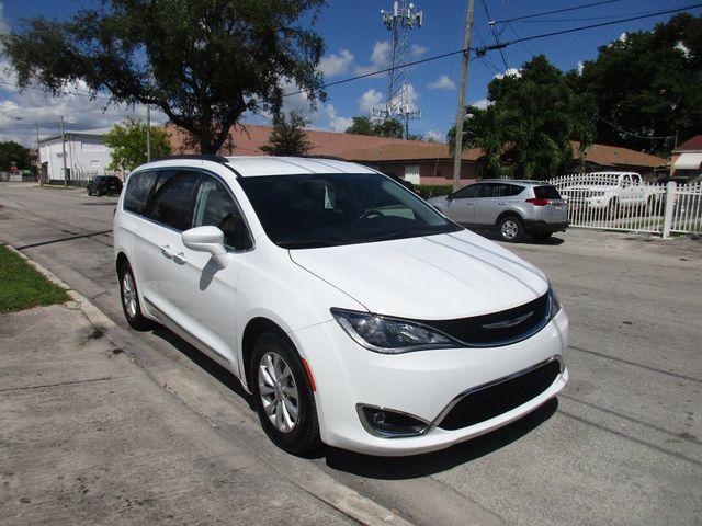 2017 Chrysler Pacifica Touring-L Miami, Florida 5