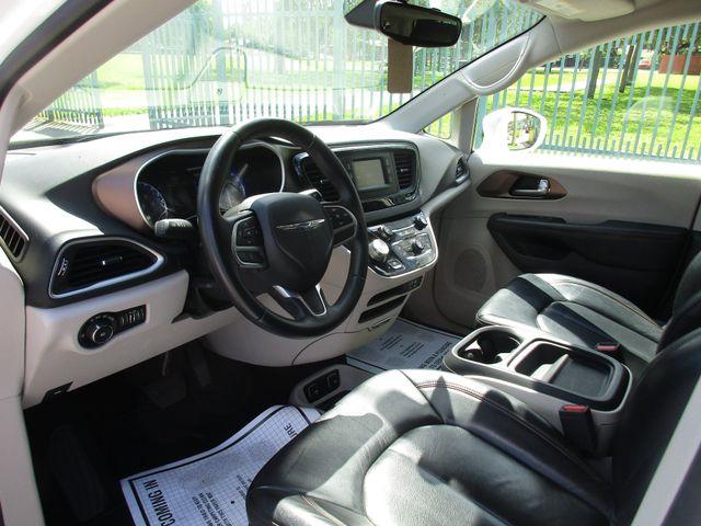 2017 Chrysler Pacifica Touring-L Miami, Florida 7
