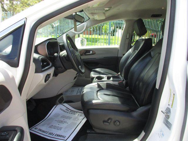 2017 Chrysler Pacifica Touring-L Miami, Florida 8