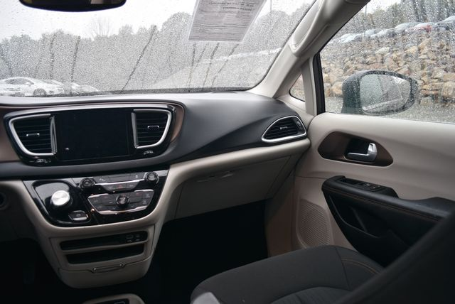 2017 Chrysler Pacifica Touring Naugatuck, Connecticut 7