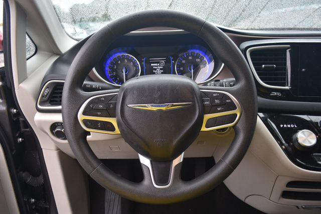 2017 Chrysler Pacifica Touring Naugatuck, Connecticut 9