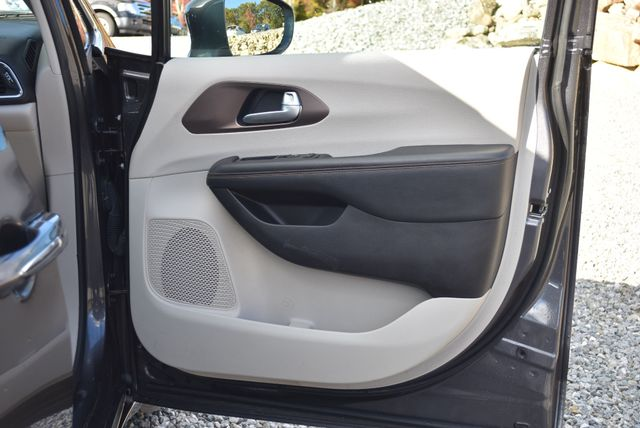 2017 Chrysler Pacifica Touring-L Plus Naugatuck, Connecticut 10