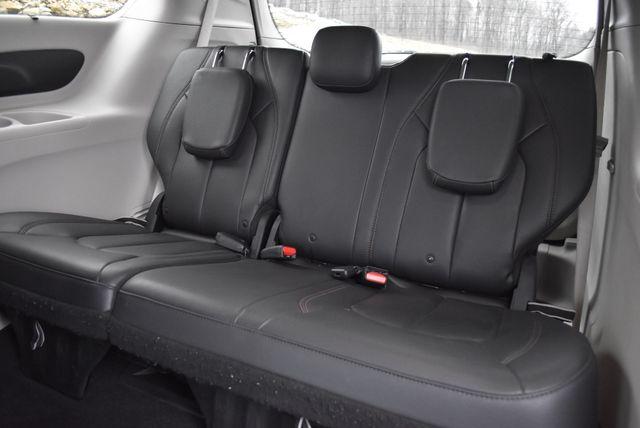 2017 Chrysler Pacifica Touring-L Naugatuck, Connecticut 10