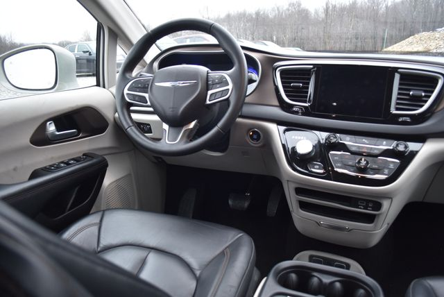 2017 Chrysler Pacifica Touring-L Naugatuck, Connecticut 13