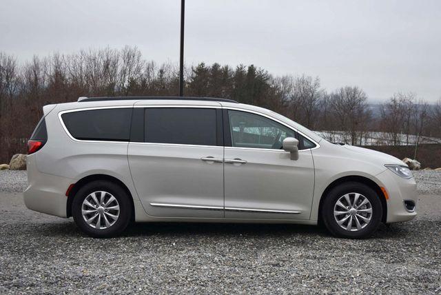 2017 Chrysler Pacifica Touring-L Naugatuck, Connecticut 4