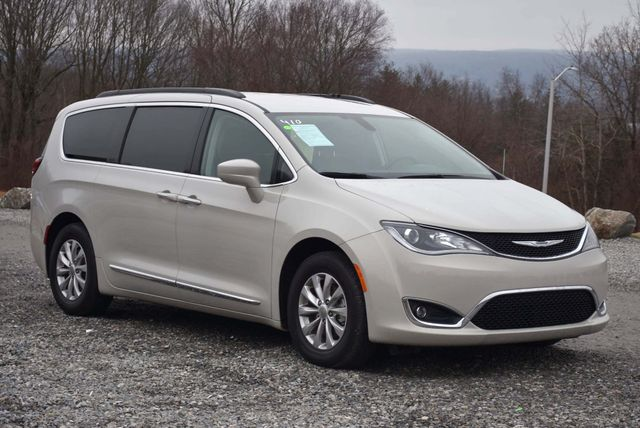2017 Chrysler Pacifica Touring-L Naugatuck, Connecticut 5