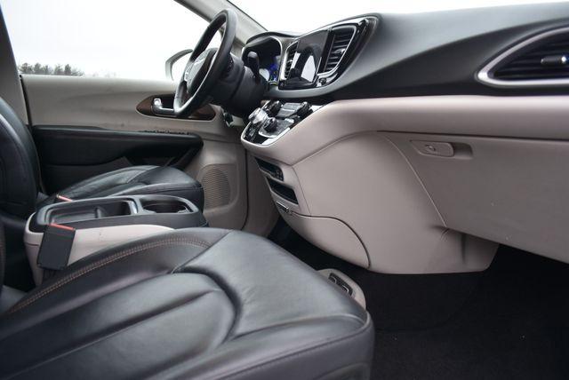 2017 Chrysler Pacifica Touring-L Naugatuck, Connecticut 7