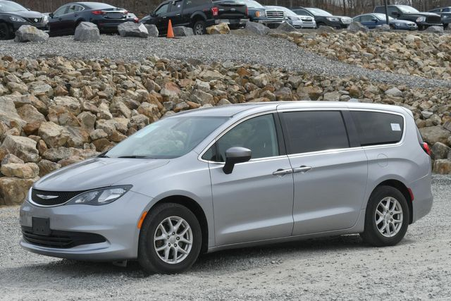 2017 Chrysler Pacifica LX Naugatuck, Connecticut